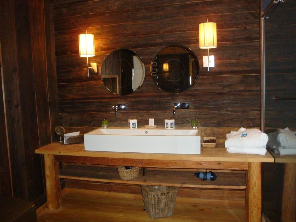 Bild Bad  Blick zum großen Waschbecken zu Schlafen im  ~ Waschbecken Zum Draufstellen