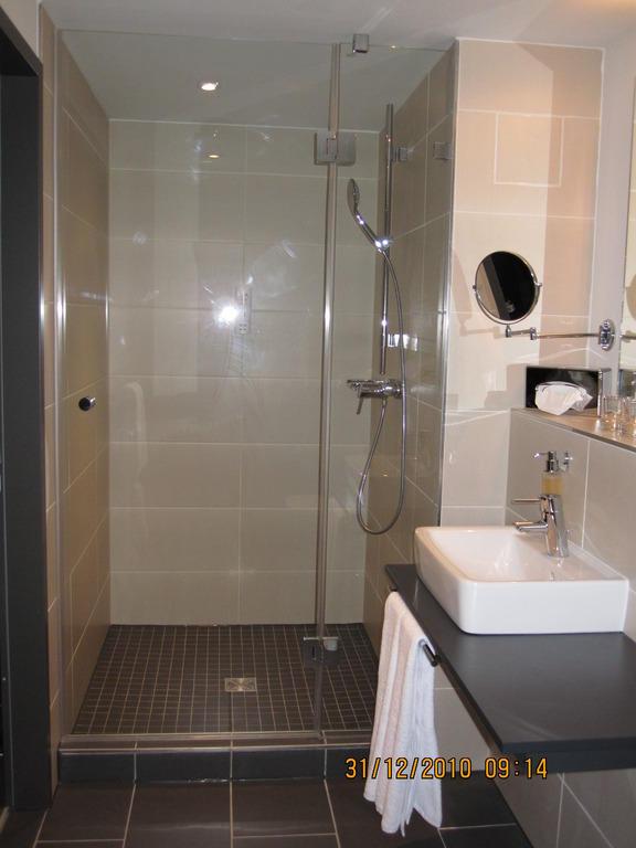 bild behindertengerechtes badezimmer zu tryp berlin