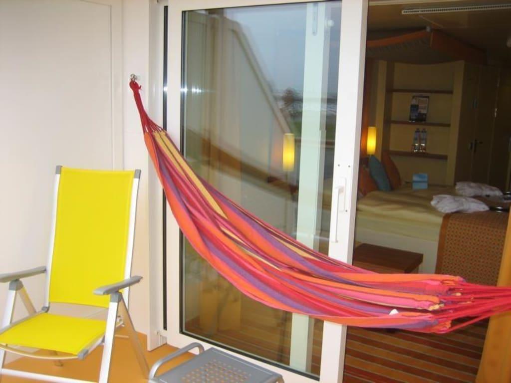 bild balkon mit h ngematte zu aidaluna in. Black Bedroom Furniture Sets. Home Design Ideas