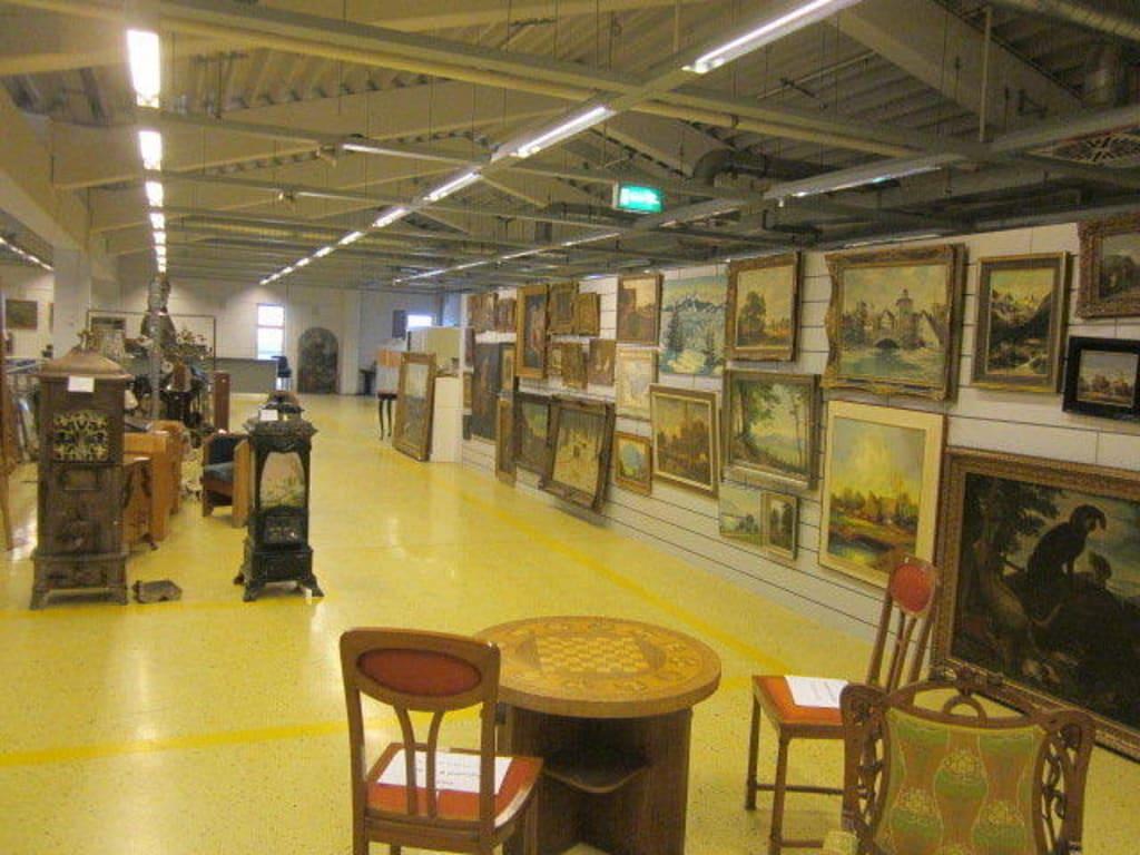 bild auktionshaus henrys zu henry 39 s auktionshaus in mutterstadt. Black Bedroom Furniture Sets. Home Design Ideas