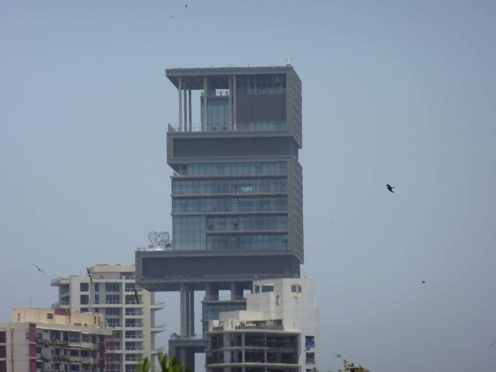 bild hier lebt eine familie im teuersten haus der welt zu mumbai magic tours in bombay mumbai. Black Bedroom Furniture Sets. Home Design Ideas