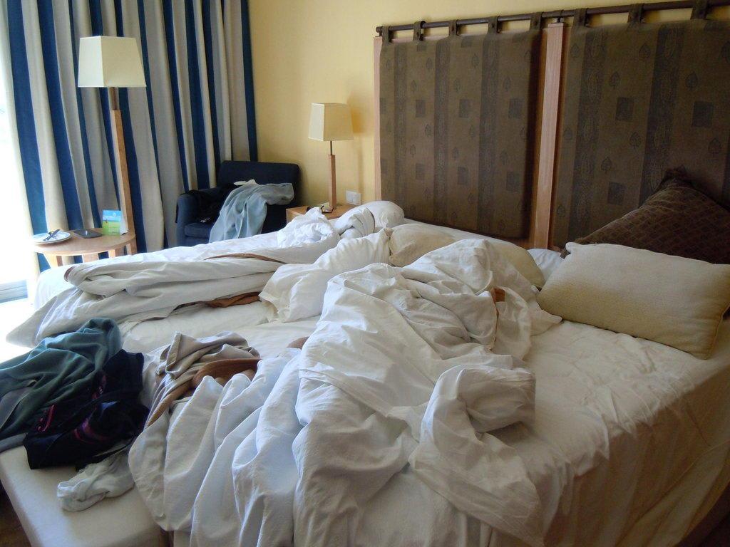 betten machen hotel anleitung ~ innen- und möbel inspiration, Schlafzimmer entwurf