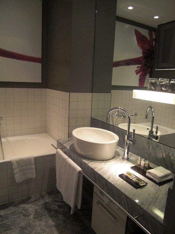 bild badezimmer zu hotel sofitel hamburg alter wall in