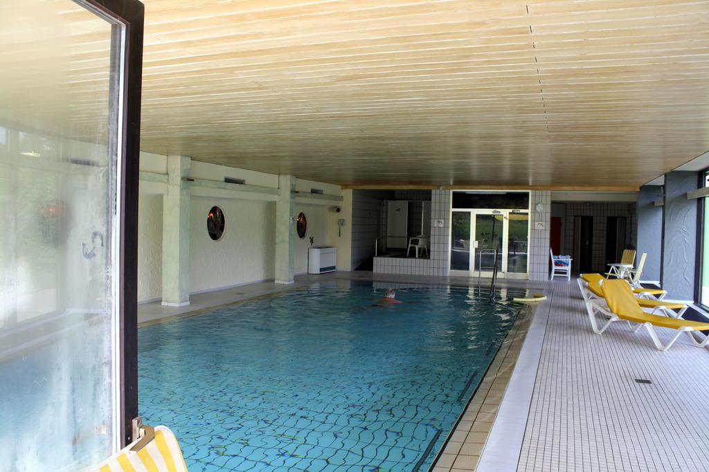 bild hallenbad zu brugger s hotelpark am see in titisee neustadt. Black Bedroom Furniture Sets. Home Design Ideas