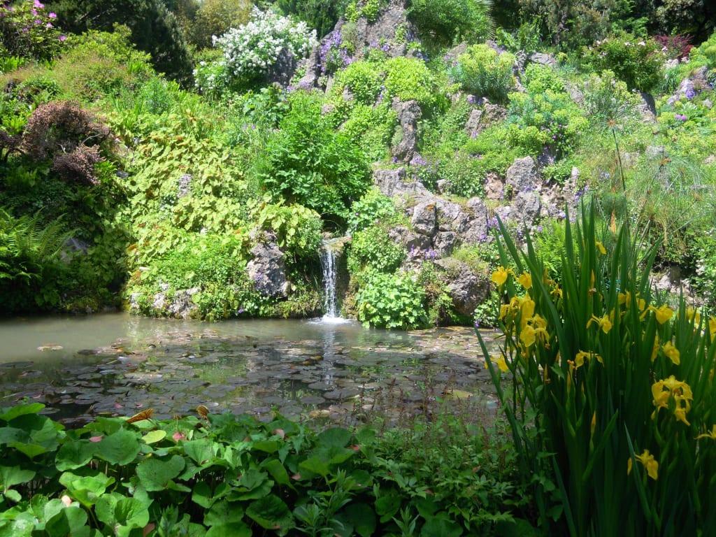 Bild Kleiner See Zu Botanischer Garten André Heller In Gardone Riviera