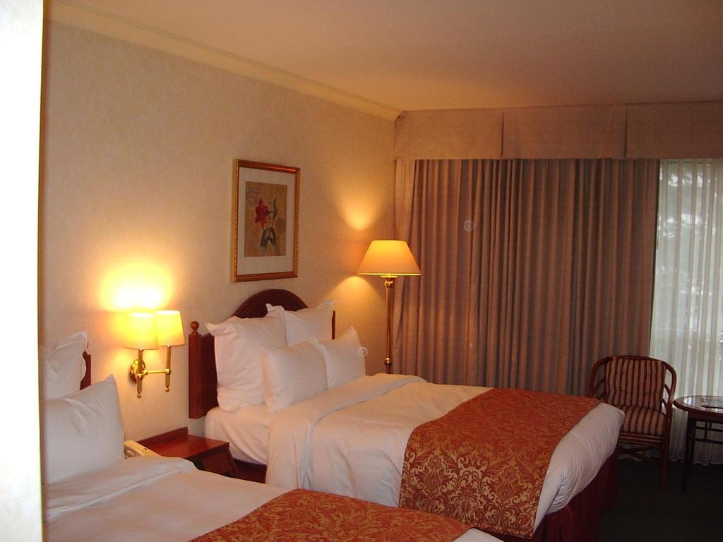 bild sehr gute betten zu renaissance d sseldorf hotel in d sseldorf. Black Bedroom Furniture Sets. Home Design Ideas