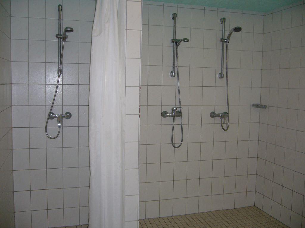 Darf man schwimmbad nackt dusche pic 1