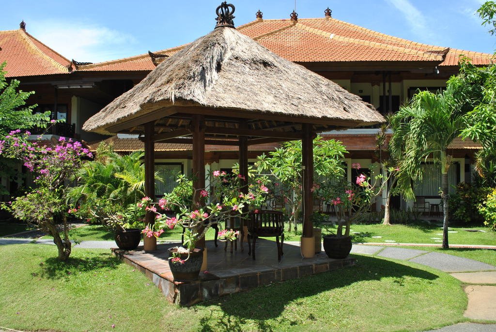 bild pavillon im garten erholung pur zu hotel kind villa bintang resort in tanjung benoa. Black Bedroom Furniture Sets. Home Design Ideas