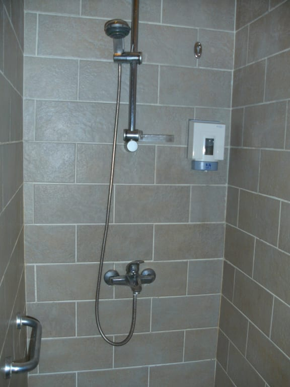 Gemauerte dusche bilder raum und m beldesign inspiration - Glasruckwand bad ...