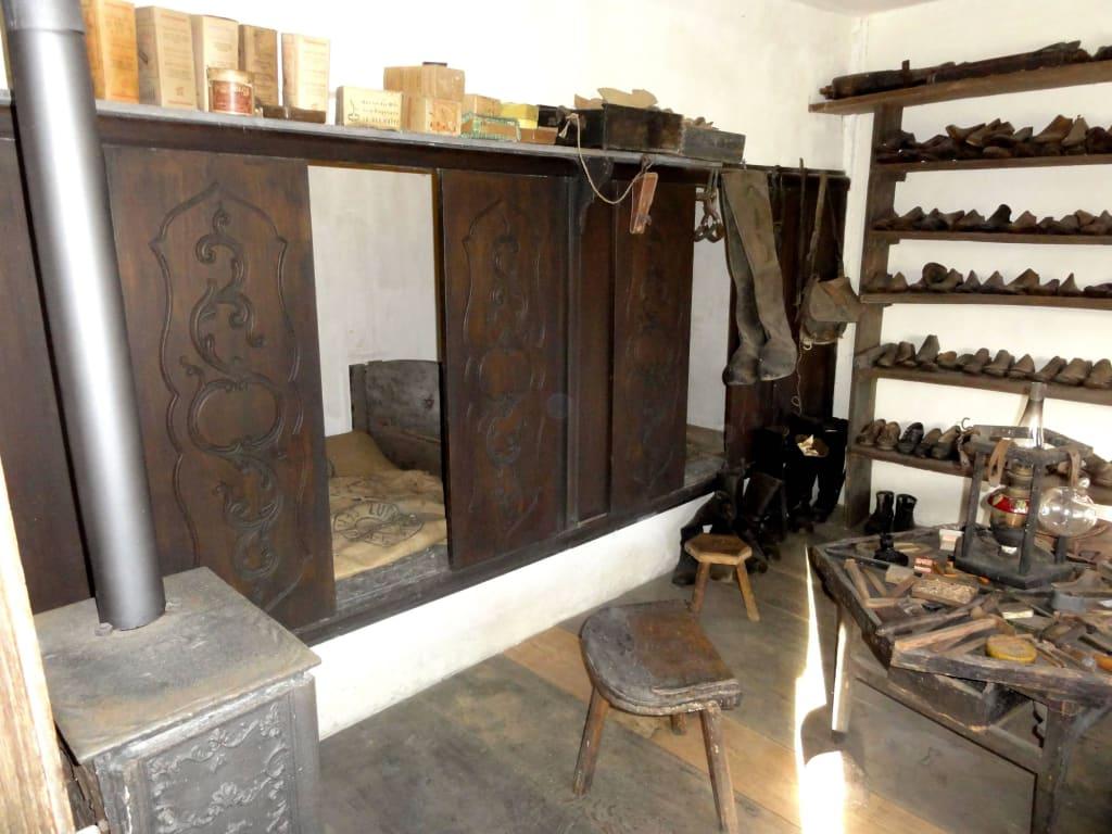 """bild """"alkovenbett in der werkstatt"""" zu museumsdorf cloppenburg in"""