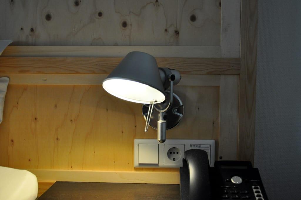 bild moderne leuchten zu hotel b 39 s strandappartementen in domburg. Black Bedroom Furniture Sets. Home Design Ideas