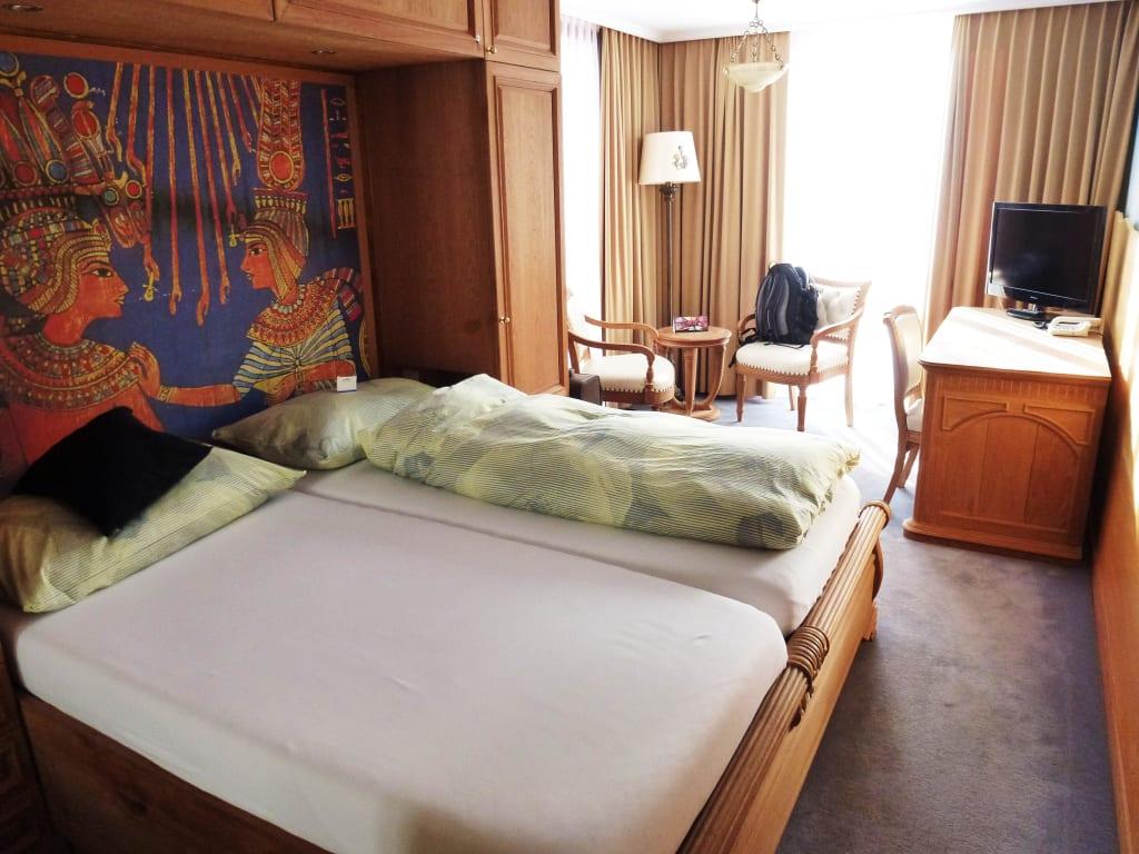bild betten mit angenehm weichen matratzen zu hotel arte in st moritz. Black Bedroom Furniture Sets. Home Design Ideas