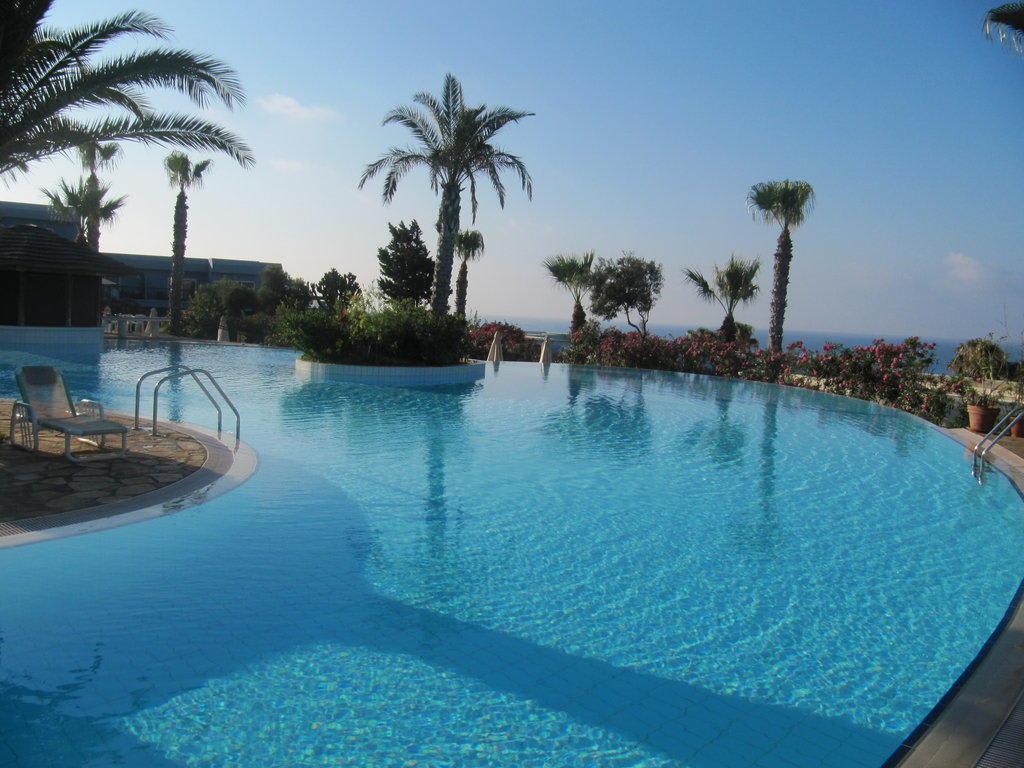 Bild quotoberer poolquot zu hotel club atlantica sun garden for Katzennetz balkon mit sun garden hotel ayia napa