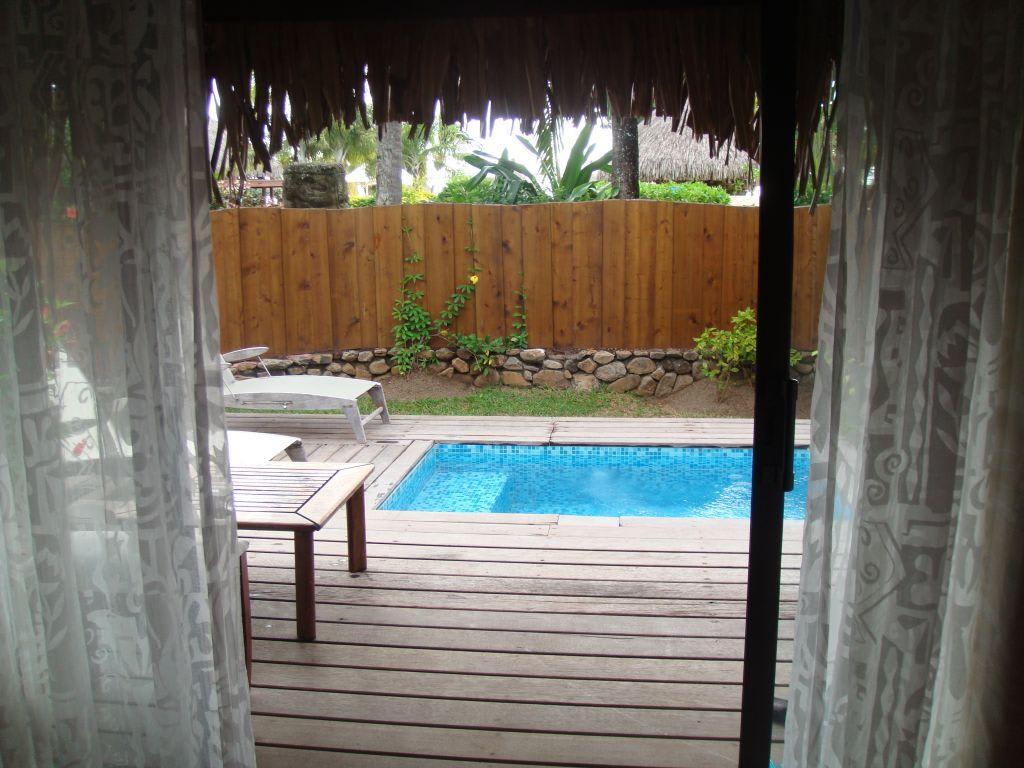 bild bungalow mit privatpool zu moorea pearl resort spa in moorea. Black Bedroom Furniture Sets. Home Design Ideas