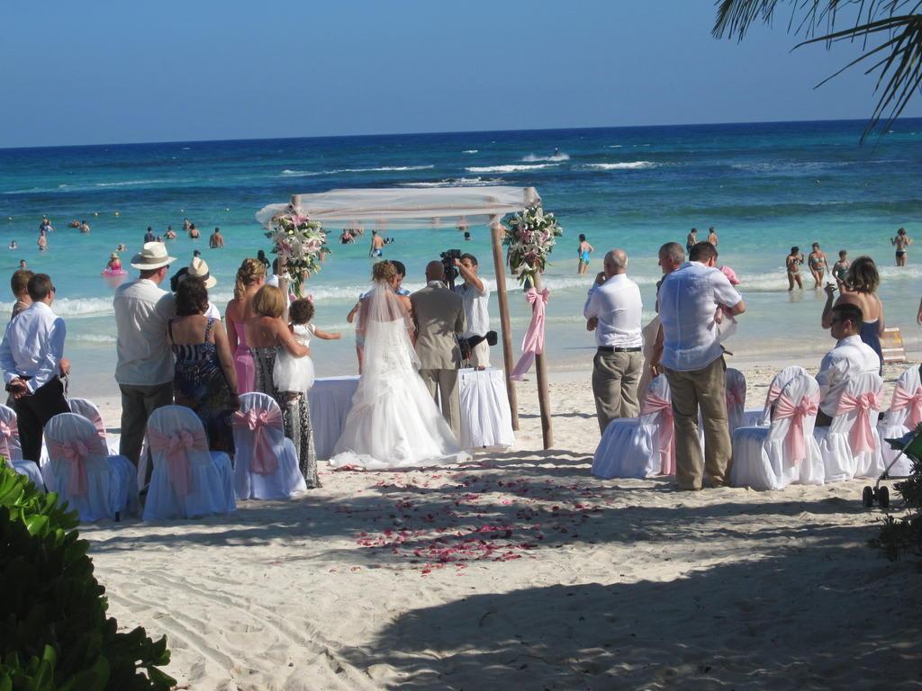 Bild Hochzeit Am Strand In Toller Kulisse Zu Strand Tulum In Tulum