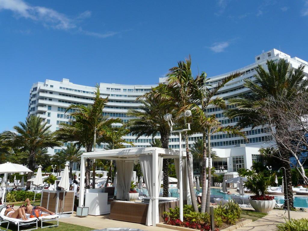 Bild blick vom strand zu hotel fontainebleau miami beach for Hotels fontainebleau