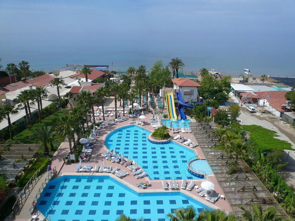 Bild super poolanlage zu trendy palm beach hotel in side for Trendiest hotels