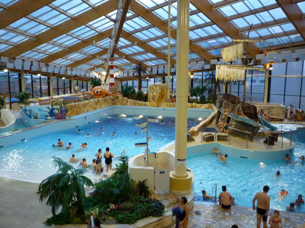 Bild blick aufs wellenbad zu aquapalace hotel prague in for W hotel prague
