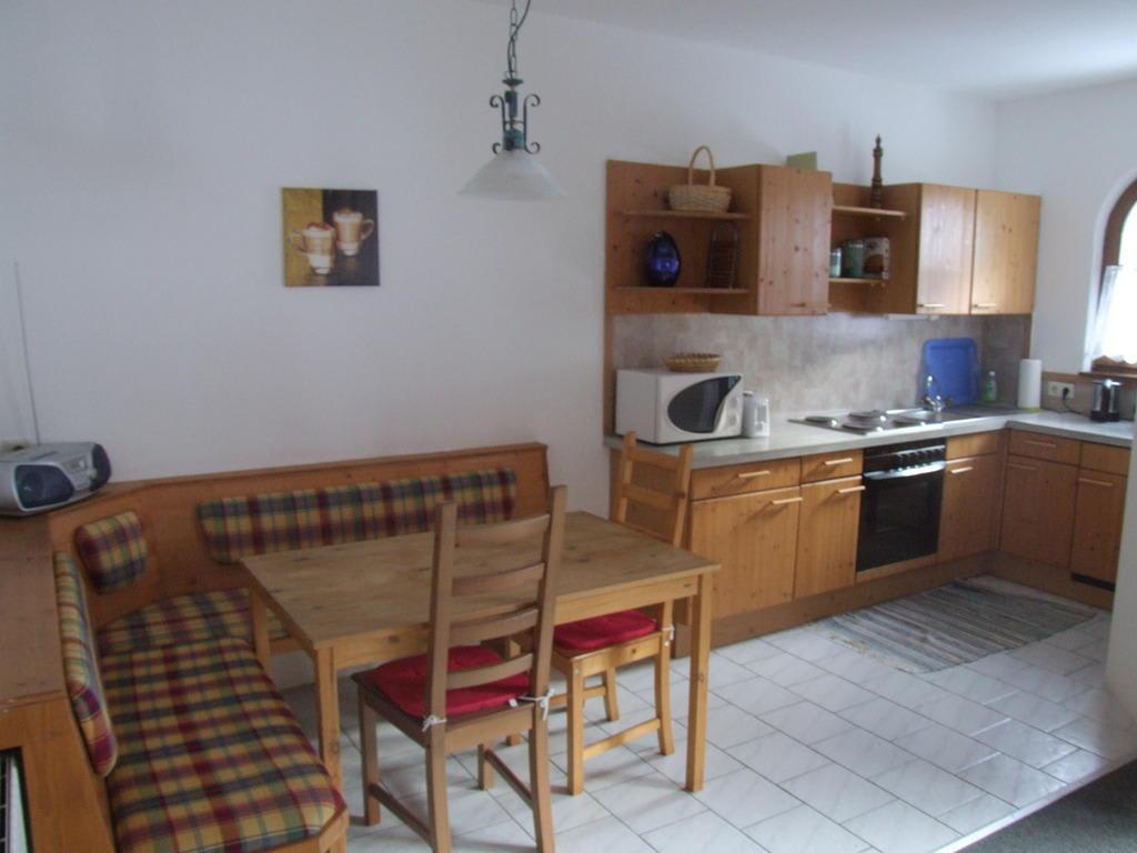 Bild quotkuchenzeile mit esseckequot zu landhaus romantik in for Küchenzeile landhaus