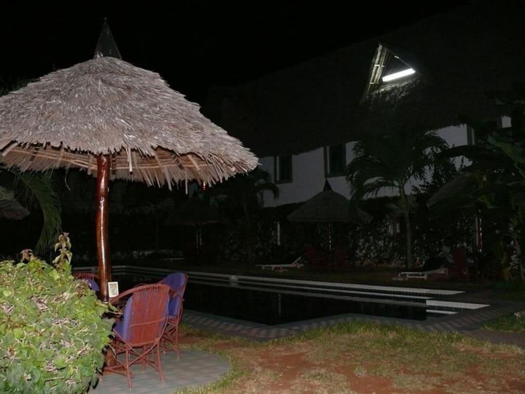 Bild Garten Mit Pool Zu African Pot In Diani Beach