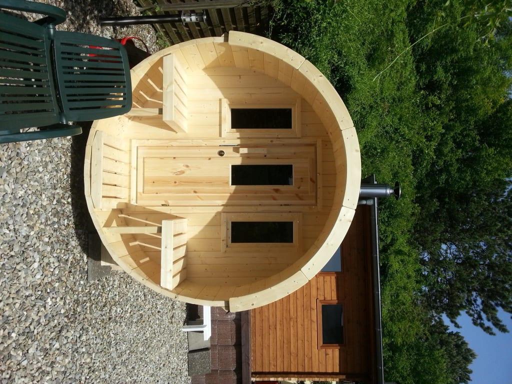 bild holzfass sauna mit kamin und au ensitzm glichkeit zu vitalhotel k nig in bad mergentheim. Black Bedroom Furniture Sets. Home Design Ideas