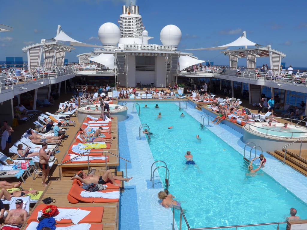 Bild l ngster pool auf einem kreuzfahrtschiff zu mein for Pool auf raten bestellen