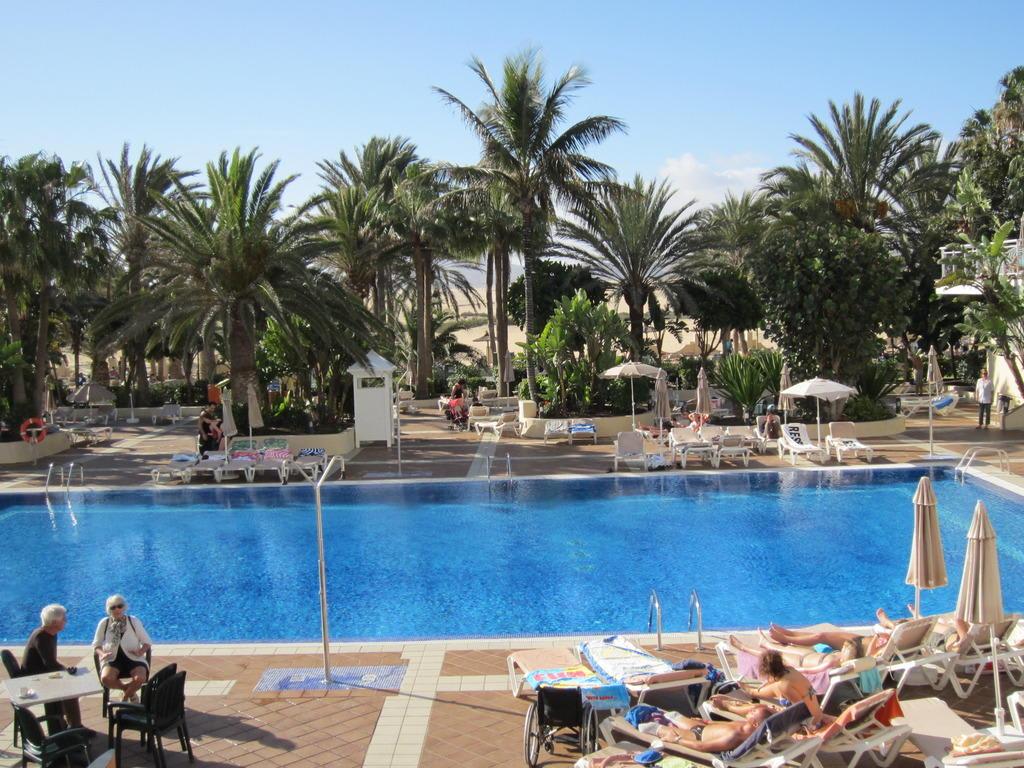 Bild poolanlage haupthaus zu hotel riu oliva beach for Riu oliva beach village