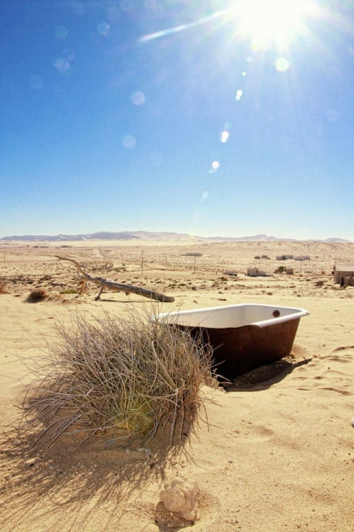 bild alte badewanne zu kolmanskop in l deritz. Black Bedroom Furniture Sets. Home Design Ideas