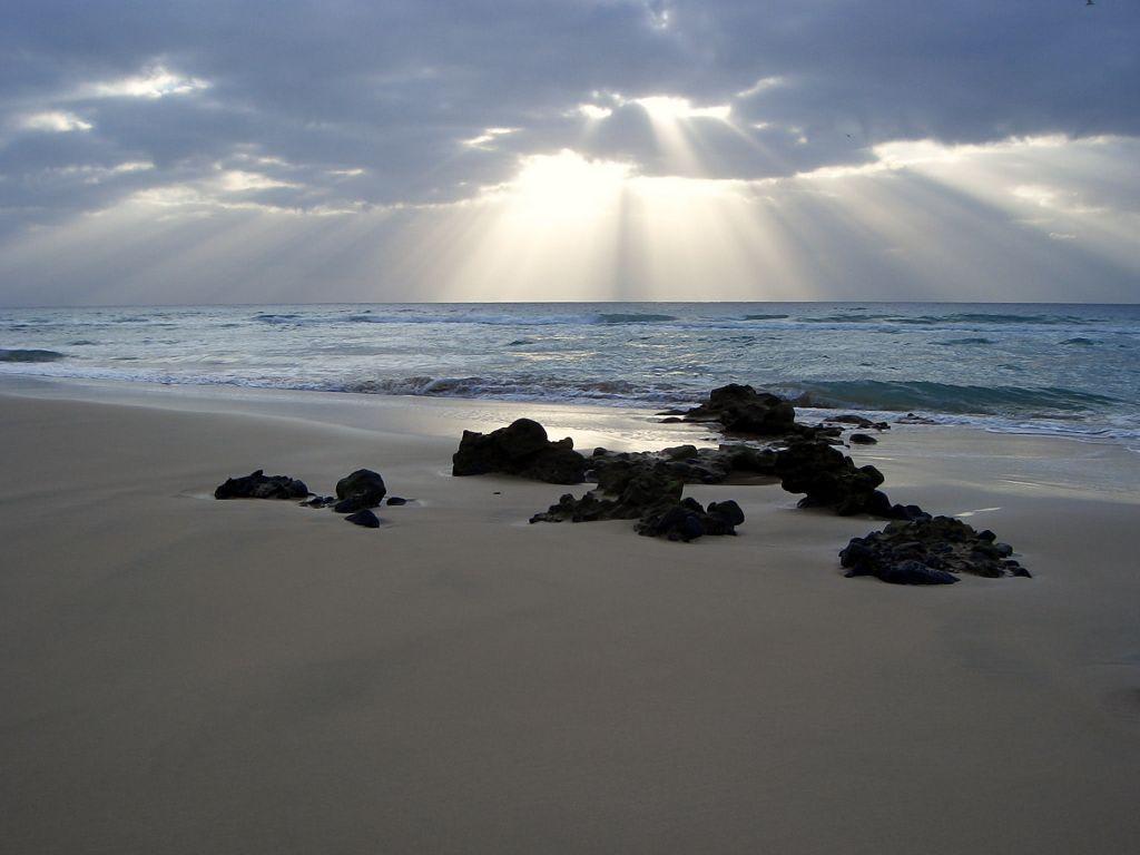 bild sonnenaufgang am strand zu iberostar hotel playa. Black Bedroom Furniture Sets. Home Design Ideas