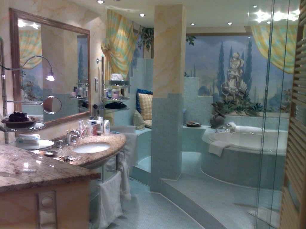 bild badezimmer in der gaudi suite zu hotel savoy in k ln. Black Bedroom Furniture Sets. Home Design Ideas