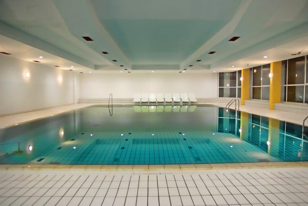 Bild swimming pool zu hotel resort centinera in banjole for Swimming pool testsieger