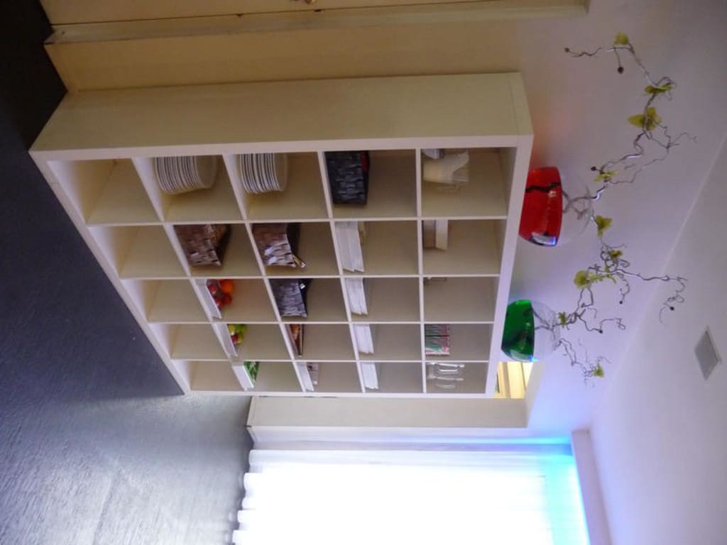 bild fr hst cksbuffet im ikea regal zu hotel victorie in amsterdam. Black Bedroom Furniture Sets. Home Design Ideas