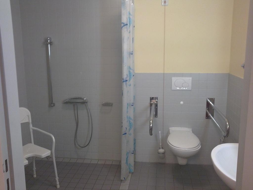 Moderne bader gefliest ihr traumhaus ideen for Moderne bader ohne fliesen