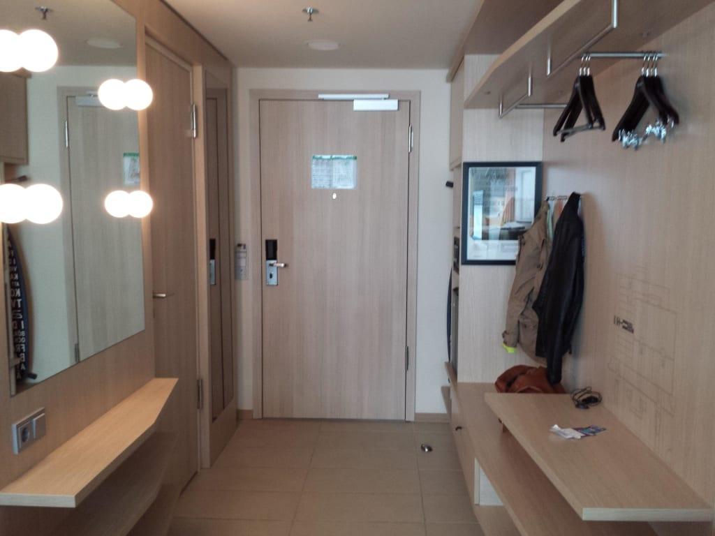 bild eingangsbereich zimmer zu hotel scandic hamburg emporio in hamburg. Black Bedroom Furniture Sets. Home Design Ideas