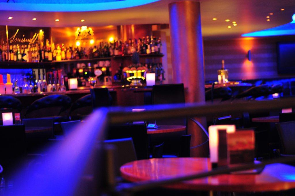 Bild cocktailbar in neuem design zu hotel santo in karlsruhe for Design hotel karlsruhe