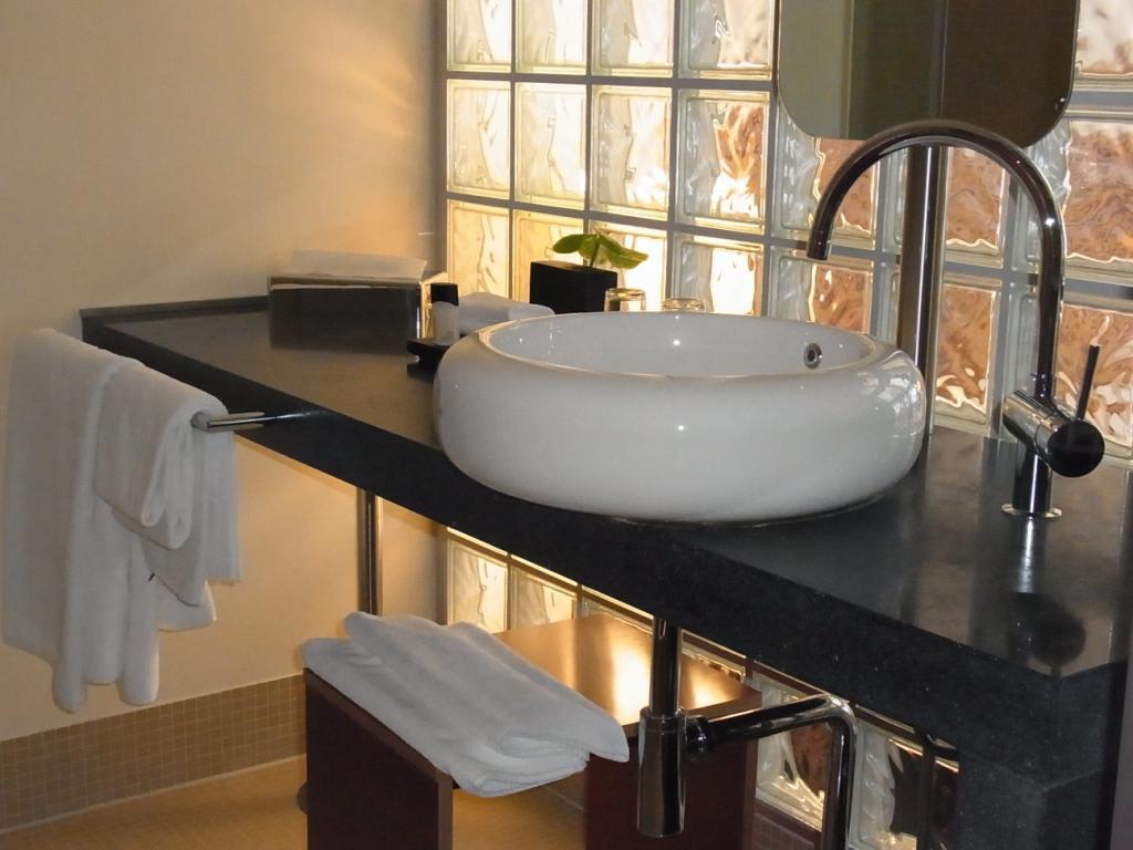 Bild modernes baddesign zu hotel mövenpick berlin in berlin
