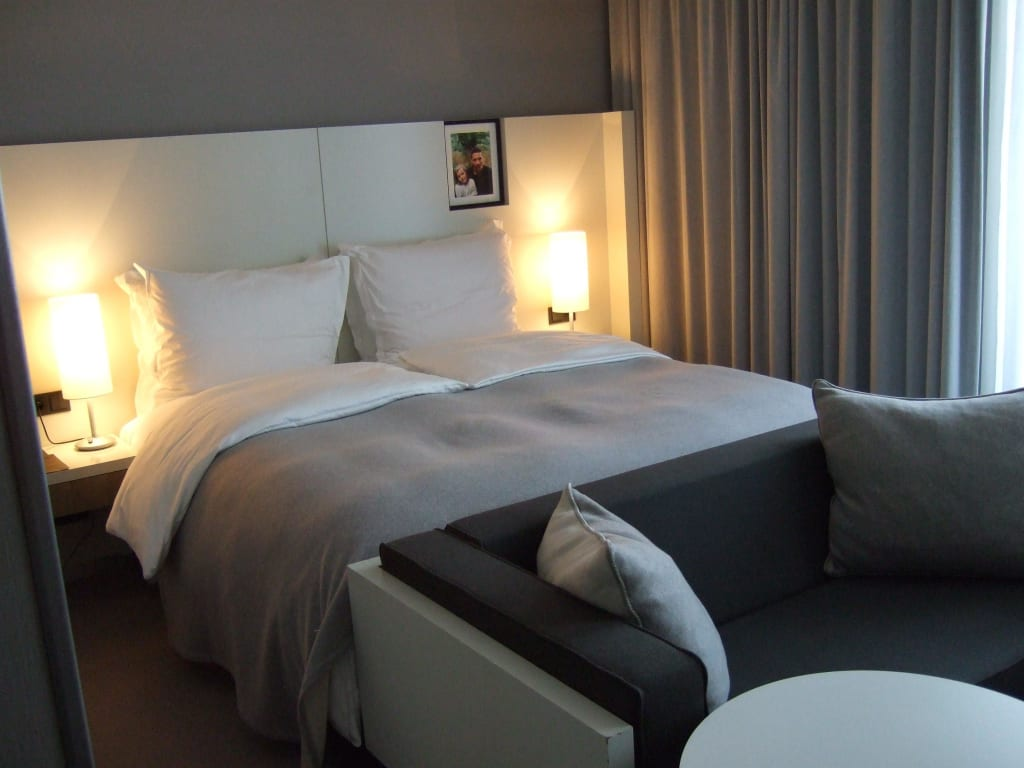bild kingsize bett zu hotel sofitel hamburg alter wall. Black Bedroom Furniture Sets. Home Design Ideas