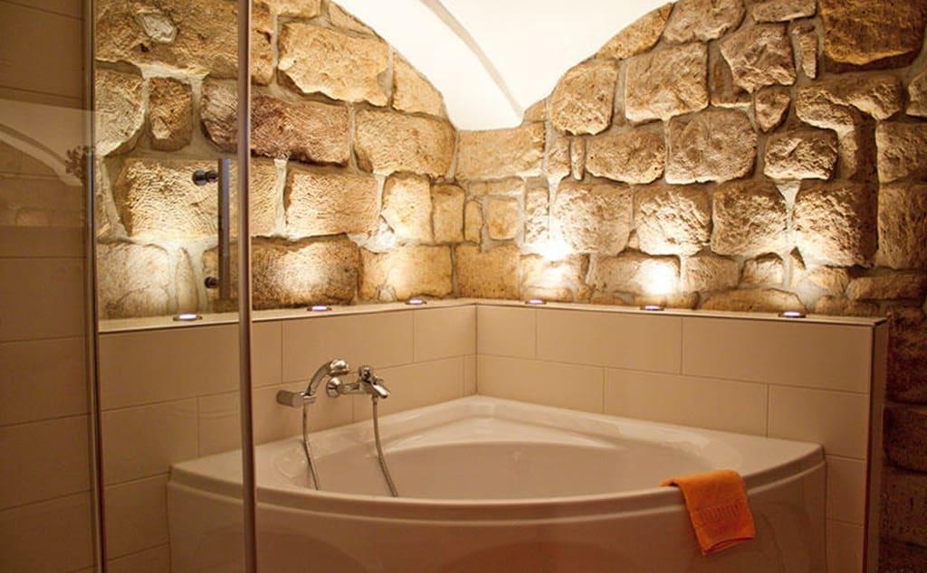 Badezimmer Badewanne Raus: Teilsanierung Schafft Komfortableres ... Badezimmer Mit Dusche Und Badewanne