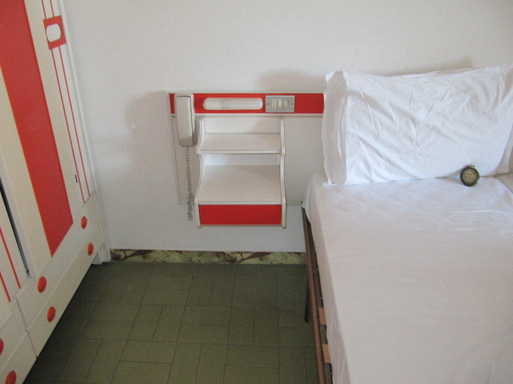 bild zimmerm bel alt zu hotel michelangelo in bellaria igea marina. Black Bedroom Furniture Sets. Home Design Ideas