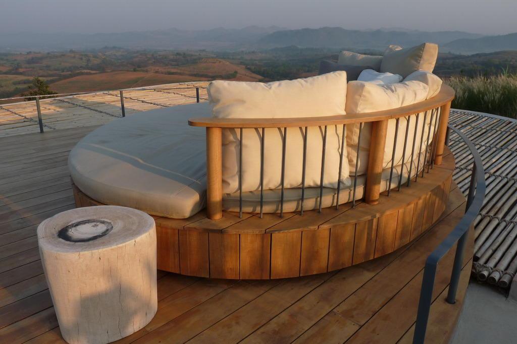 bild rundsofa auf einem der poolvilla d cher zu sala. Black Bedroom Furniture Sets. Home Design Ideas