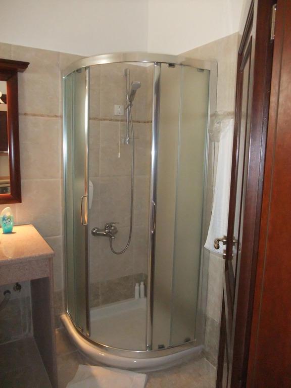 bild moderne duschkabine zu hotel euroxenia royal mare. Black Bedroom Furniture Sets. Home Design Ideas