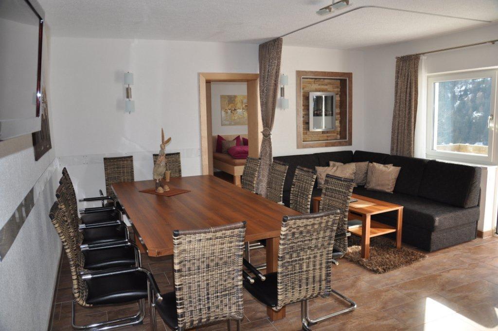 bild wohnk che modern gem tlich mit kamin und terrasse. Black Bedroom Furniture Sets. Home Design Ideas