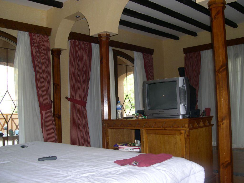 bild pool villa 2 von innen zu hotel grand makadi in makadi bay. Black Bedroom Furniture Sets. Home Design Ideas