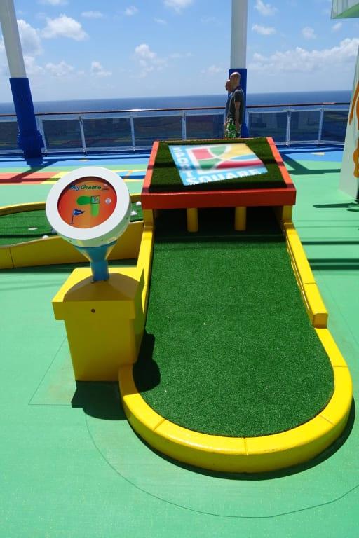 Bild Mini Golf Anlage Zu Carnival Vista In