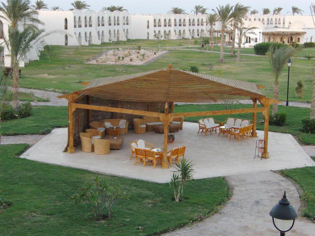 bild garten pavillon zu hotel gorgonia beach in marsa alam. Black Bedroom Furniture Sets. Home Design Ideas