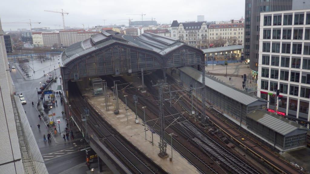 Blick aus dem fenster s bahnhof friedrichstra e for Fenster berlin
