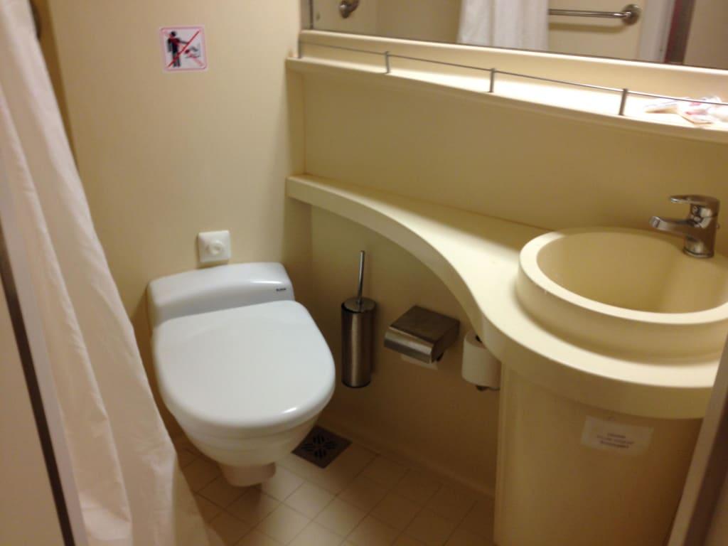 "Bild ""Badezimmer, Klo"" zu Cruise Olympia in"