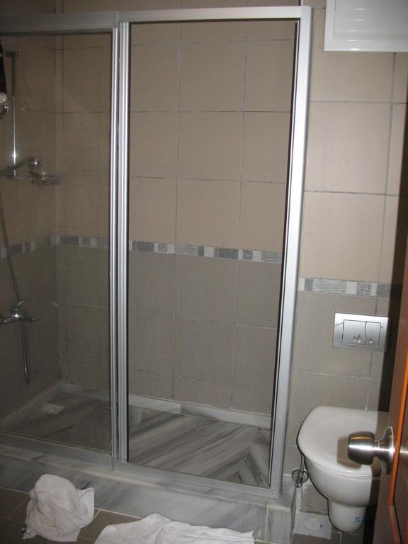 Dusche Begehbar Bilder : Badezimmer Mit Begehbarer Dusche Kategorie Zimmer Hotel Hotel Saruhan