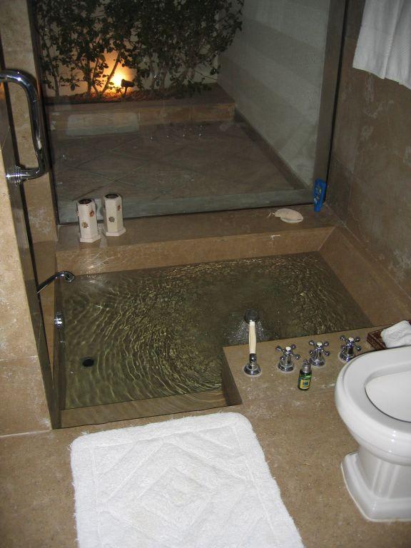 bild in den boden eingelassene badewanne zu hotel the oberoi sahl hasheesh in hurghada. Black Bedroom Furniture Sets. Home Design Ideas
