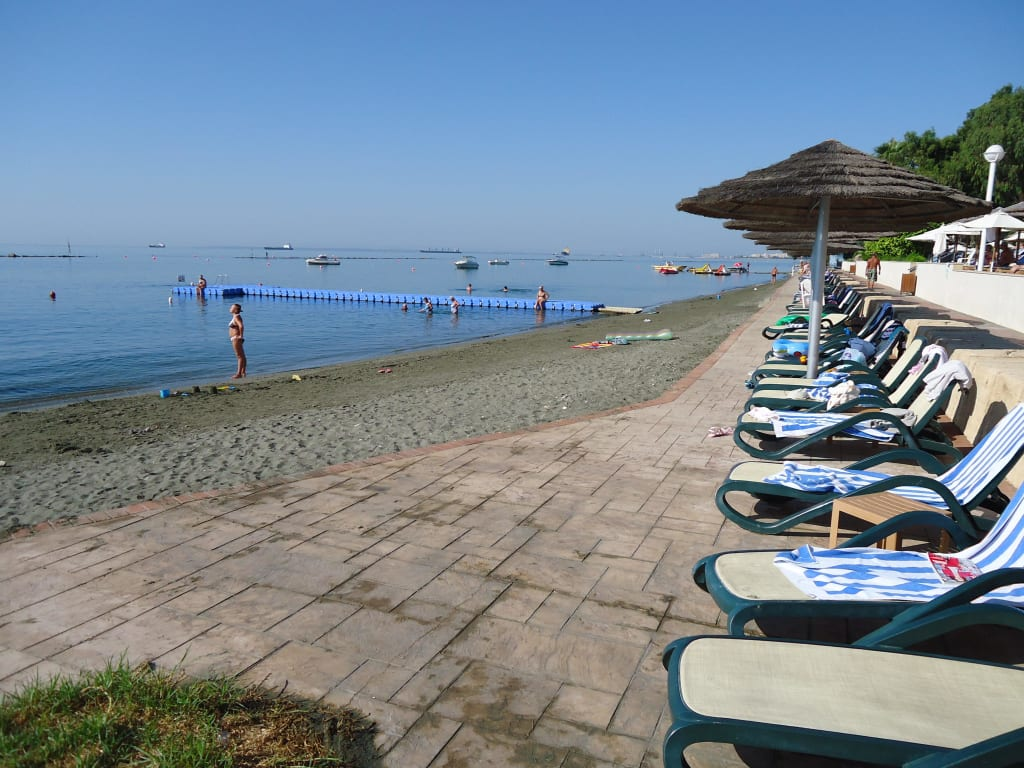 Bild strand zu hotel atlantica miramare beach in limassol for Miramare beach